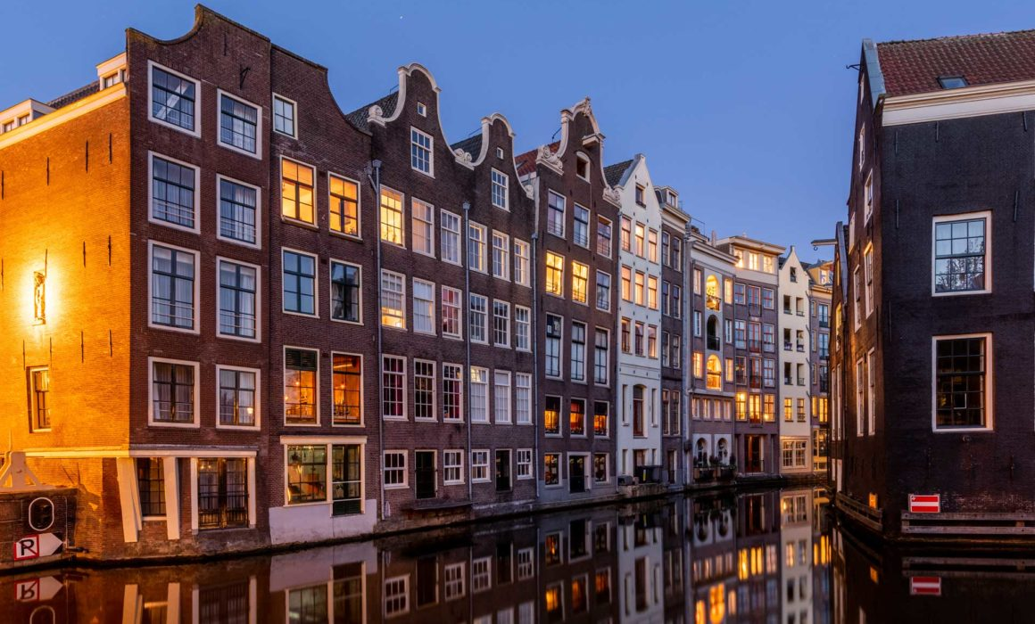 Blauwe uur Amsterdam grachtenhuisjes, blue hour Amsterdam