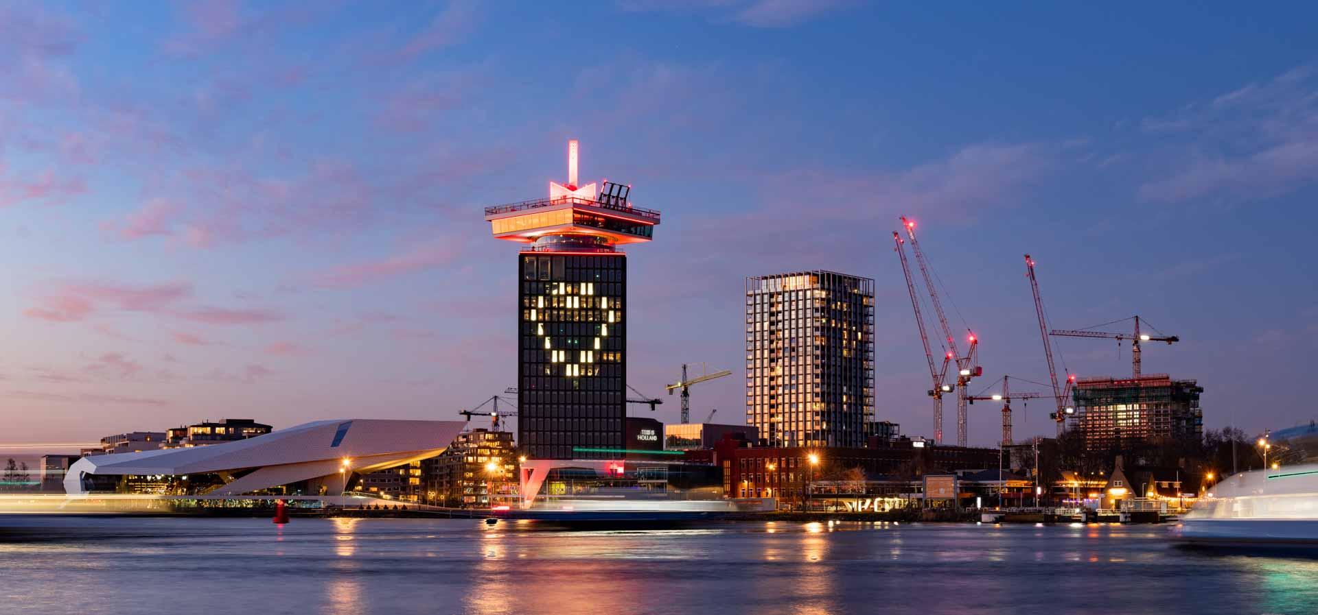 Renzo Gerritsen blauwe uur Amsterdam het IJ A'DAM toren